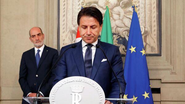 Премьер-министр Италии Джузеппе Конте во время пресс-конференции в президентском дворце в Риме