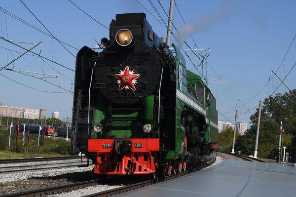 Паровоз серии П36 во время парада паровозов на международном железнодорожном салоне PRO//Движение.Экспо