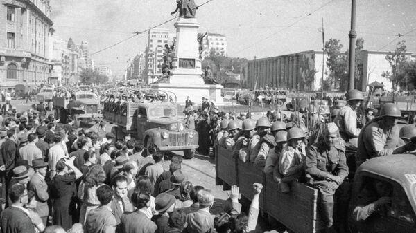 Советские войска на улицах освобожденного Бухареста