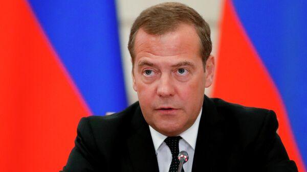 Председатель правительства РФ Дмитрий Медведев проводит совещание о развитии водохозяйственного комплекса в бассейне реки Волги