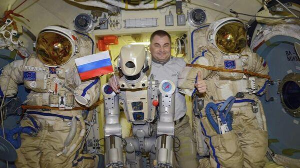 "Космонавтам на МКС с трудом удалось включить робота ""Федора"""