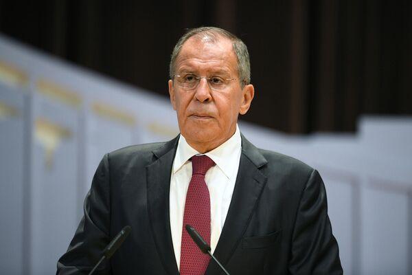 Министр иностранных дел РФ Сергей Лавров выступает на встрече со студентами МГИМО