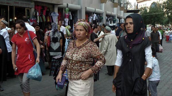 Жители района Эрдуоцяо в Урумчи