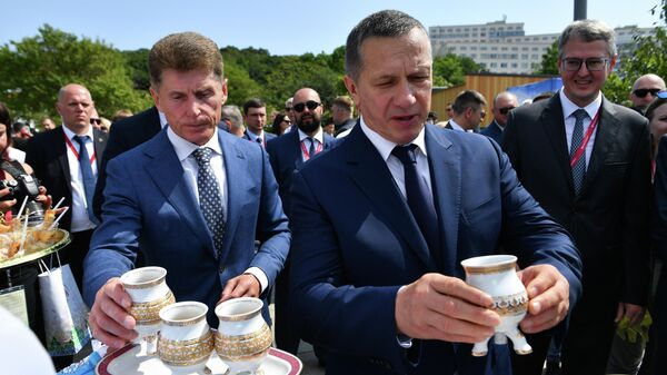 Юрий Трутнев и Олег Кожемяко на открытии выставки Улицы Дальнего Востока в рамках V Восточного экономического форума