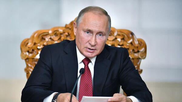 Президент РФ Владимир Путин во время совместного с президентом Монголии Халтмагийном Баттулгой заявления по итогам переговоров