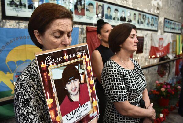 Литургия в бывшем спортзале 1-й Бесланской школы по жертвам теракта 1-3 сентября 2004 года