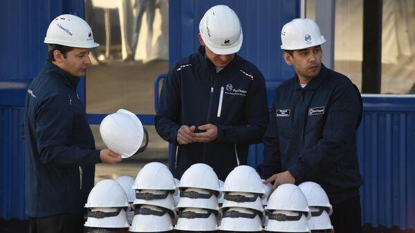 Сотрудники компании РусГидро на ТЭЦ Восточная во Владивостоке