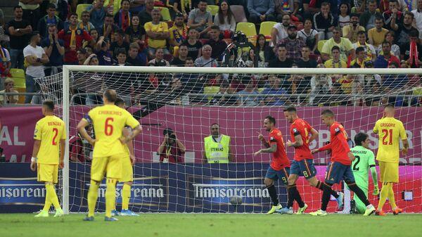 Игровой момент матча Румыния - Испания