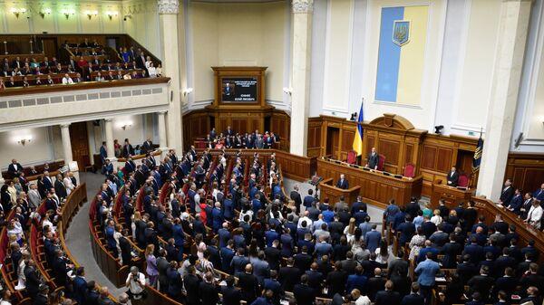 Депутаты на открытии заседания Верховной рады
