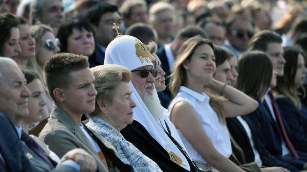 Патриарх Московский и всея Руси Кирилл и вдова первого президента РФ Наина Ельцина во время торжественных мероприятий на ВДНХ, посвящённых празднованию Дня города Москвы.