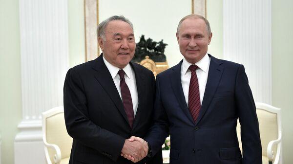 Владимир Путин и первый президент Республики Казахстан Нурсултан Назарбаев во время встречи. 7 сентября 2019