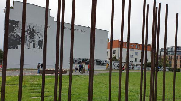 Мемориальный комплекс Берлинская стена в Берлине, на Бернауэрштрассе