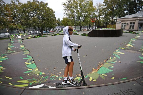 Скейт-площадка в Новослободском парке в Москве