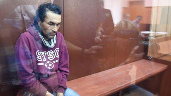 Бахыт Карабалаев, подозреваемый в разбойном нападении на дом председателя Центризбиркома Эллы Памфиловой, в Басманном суде Москвы