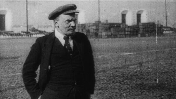 Кадр из фильма Годовщина революции