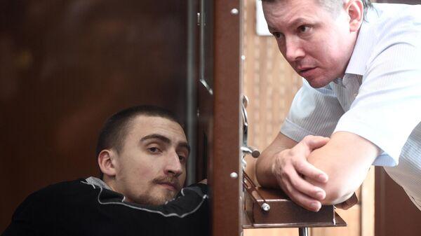 Павел Устинов, обвиняемый в нападении на бойца ОМОН в ходе несанкционированной акции протеста 3 августа, в зале заседаний Тверского суда Москвы