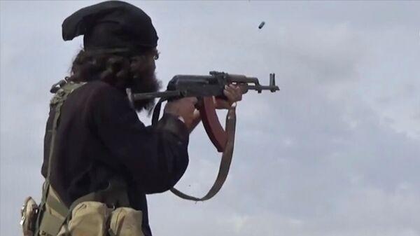 Боевик террористической группировки Исламское государство (ИГ, запрещена в РФ) во время столкновений с бойцами Сирийских демократических сил в Багузе, Сирия