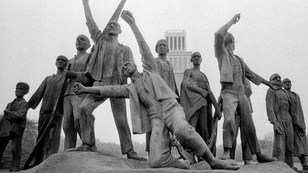 Монумент Борцам сопротивления фашизму в Бухенвальде, скульптор Фриц Кремер
