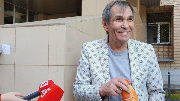 Продюсер Бари Алибасов у Пресненского районного суда Москвы