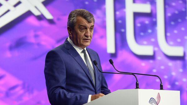 Полномочный представитель президента РФ в Сибирском федеральном округе Сергей Меняйло выступает на форуме Технопром-2019