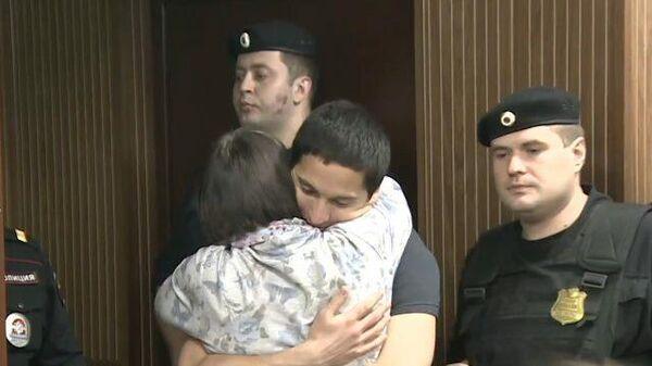 Освобожденного Айдара Губайдулина встретили овациями