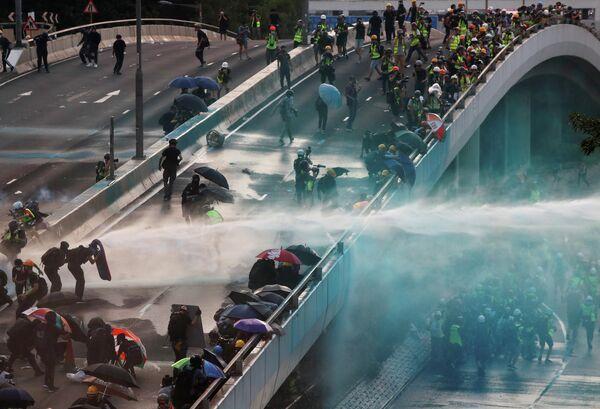 Акция протеста возле Центрального правительственного комплекса в Гонконге, Китай