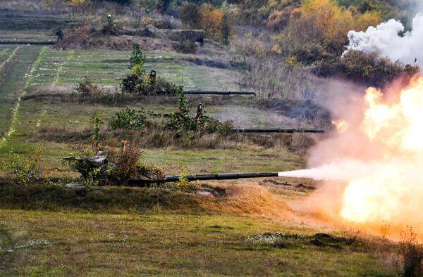 Танк Т-72 на полигоне Юргинский в Кемеровской области во время стратегических командно-штабных учений Центр-2019
