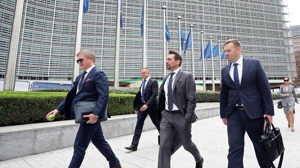 Генеральный директор НАК Нафтогаз Андрей Коболев и министр энергетики и охраны окружающей среды Украины Алексей Оржель у здания в штаб-квартиры Комиссии ЕС в Брюсселе. 19 сентября 2019