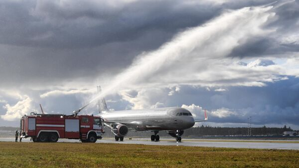 Самолет Airbus А320 авиакомпании Аэрофлот во время церемонии открытия третьей взлетно-посадочной полосы в международном аэропорту Шереметьево имени А. С. Пушкина. 19 сентября 2019