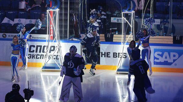 Хоккеисты Динамо перед матчем со СКА
