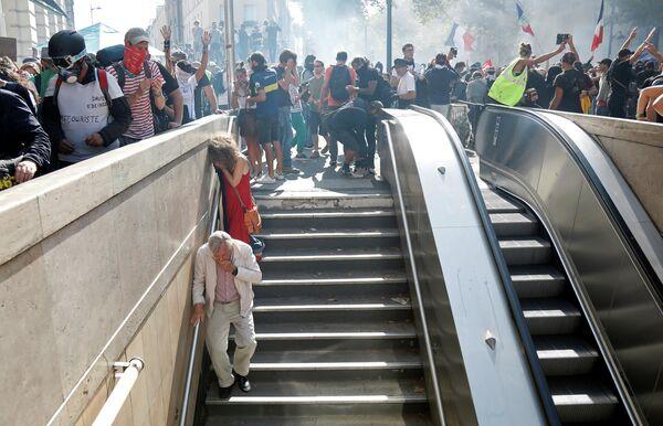 Участники акции протеста, призывающей власти принять экстренные меры против изменения климата, в Париже. 21 сентября 2019