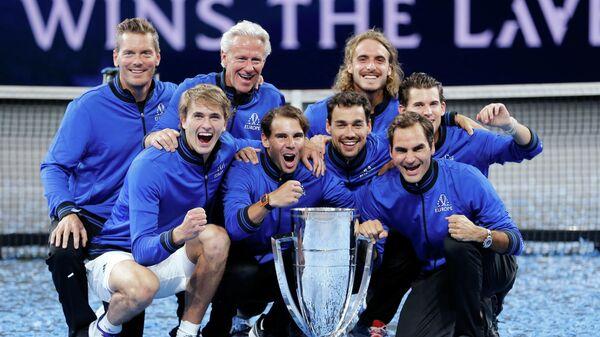 Сборная Европы по теннису с трофеем Laver Cup