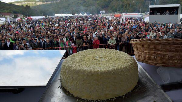 Самый большой круг адыгейского сыра на десятом региональном фестивале адыгейского сыра