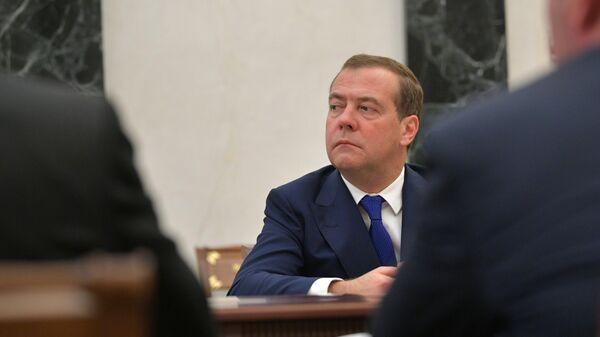 Председатель правительства РФ Дмитрий Медведев на совещании президента РФ Владимира Путина с членами правительства РФ