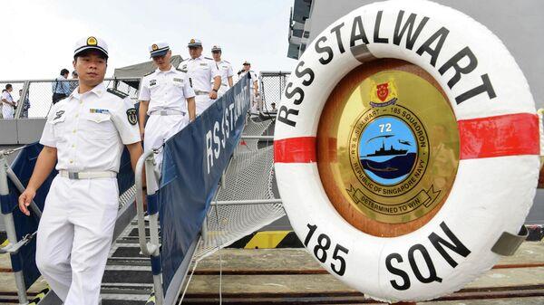 Китайские моряки на фрегате ВМС Сингапура Stalwart во время военно-морских учений стран АСЕАН