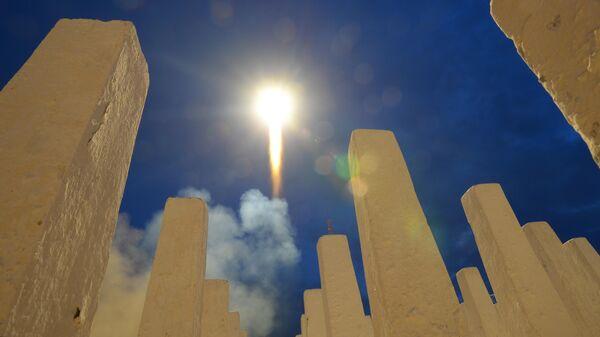 Пуск ракеты-носителя Союз-ФГ с пилотируемым кораблем Союз МС-15 с космодрома Байконур