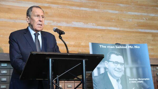 Министр иностранных дел РФ Сергей Лавров выступает на фотовыставке, посвященной А. А. Громыко