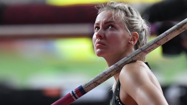 Российская спортсменка Алена Лутковская в квалификационных соревнованиях по прыжкам с шестом среди женщин на чемпионате мира по легкой атлетике 2019 в Дохе.