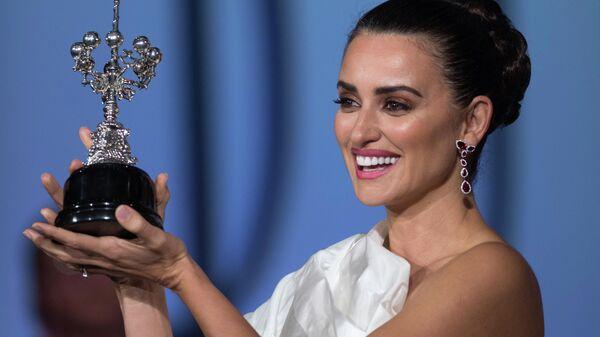 Пенелопа Крус получает премию во время 67-го Сан-Себастьянского кинофестиваля