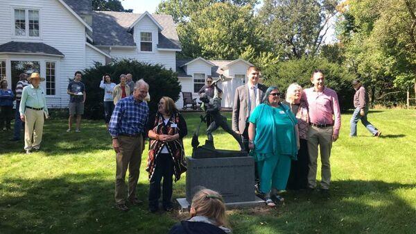 Копию статуи Перекуем мечи на орала открыли на ферме в США, которую посещал Н.С.Хрущев, в честь 60-летия визита