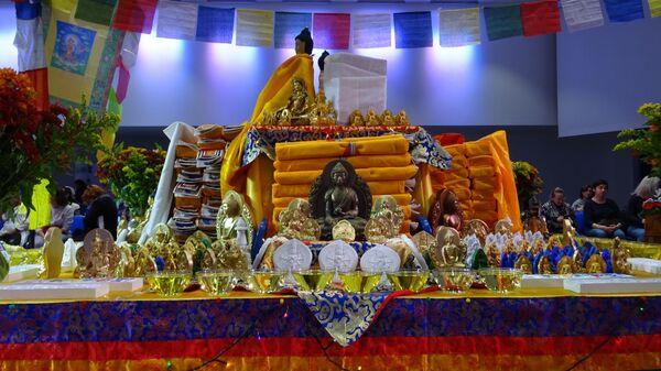 Буддийский монах Сопа Ринпоче благословил питомцев на празднике День помощи животным – Москва, 29.09.2019