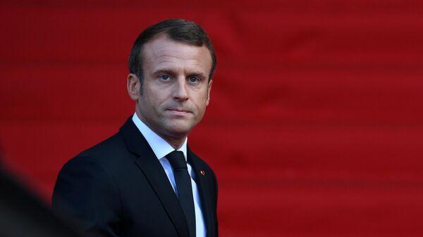 Президент Франции Эммануэль Макрон перед началом траурной церемонии прощания с бывшим президентом Франции Жаком Шираком