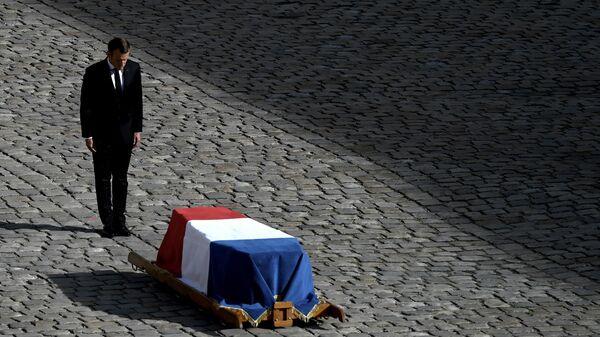 Президент Франции Эммануэль Макрон во время церемонии прощания с Жаком Шираком