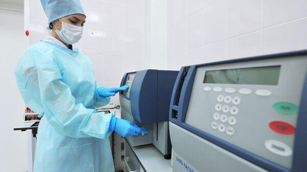 Лаборант иммунологического отдела Центра по профилактике и борьбе со СПИДом в Тамбове