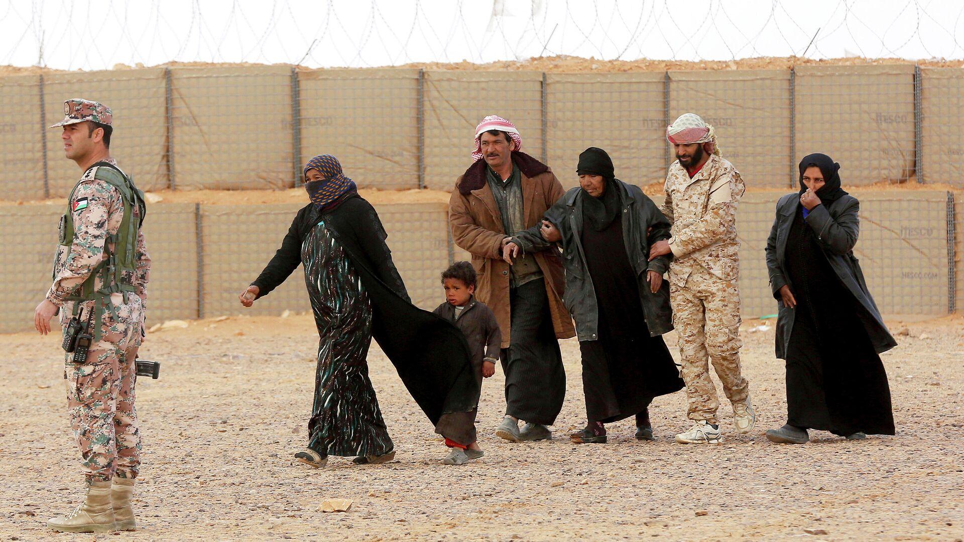Сирийские беженцы в лагере Рукбан - РИА Новости, 1920, 01.03.2021
