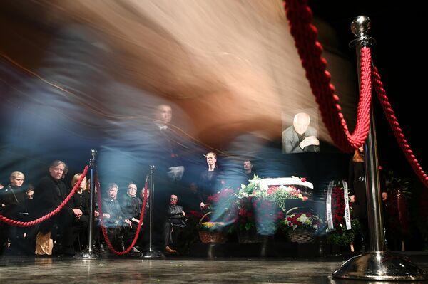 На церемонии прощания с режиссером Марком Захаровым в театре Ленком в Москве