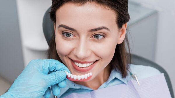 Девушка у стоматолога