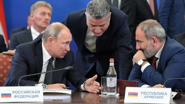 Путин поздравил Пашиняна с результатами саммита ЕАЭС