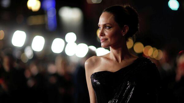 Актриса Анджелина Джоли во время премьеры фильма Малефисента: Владычица тьмы