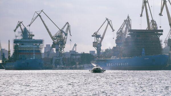 Ледоколы Сибирь (справа) и Арктика (слева) в Санкт-Петербурге